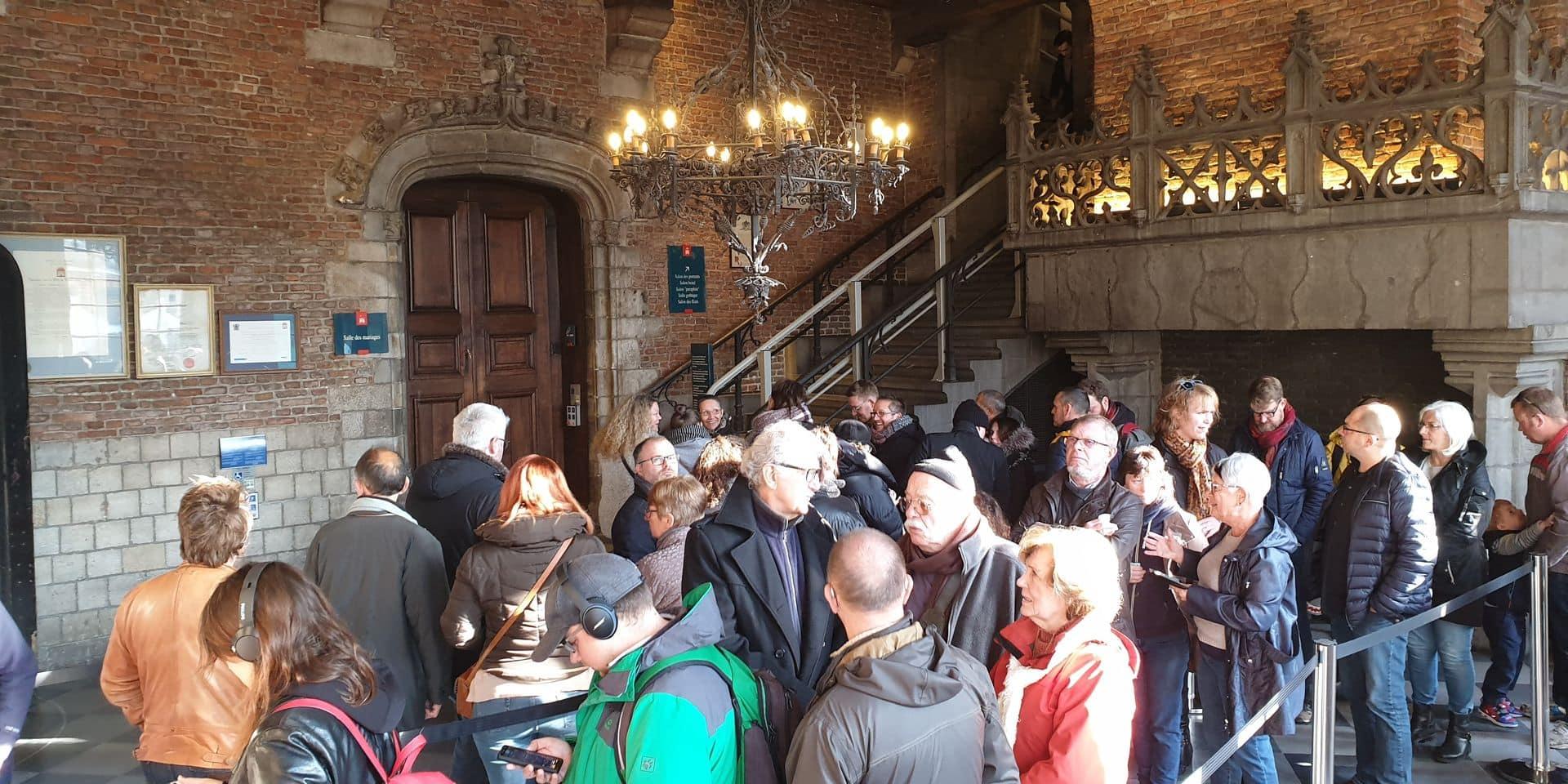 Mons: pour avoir une bonne place au Doudou, ils ont passé la nuit devant l'Hôtel de Ville
