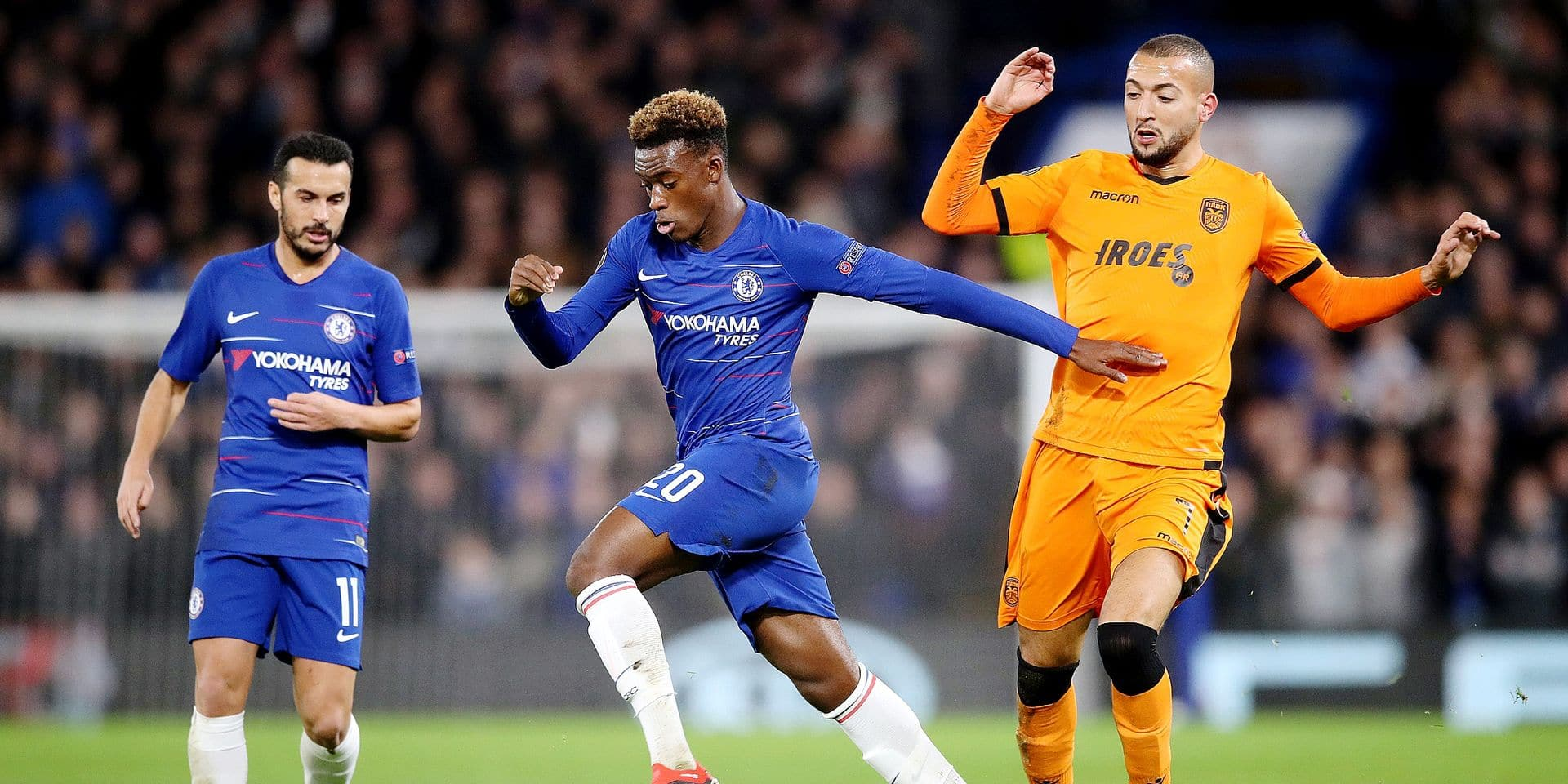 Chelsea's Callum Hudson-Odoi (centre) and PAOK's Omar El Kaddouri (right) battle for the ball during the UEFA Europa League, Group L match at Stamford Bridge, London. ! only BELGIUM !