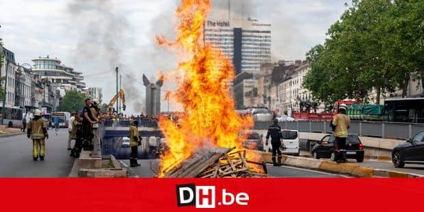 Een 400-tal brandweerlui veroorzaakten deze middag heel wat verkeershinder in het centrum van Brussel. Ze protesteerden tegen een wijziging in hun statuut, waardoor bepaalde premies zouden wegvallen. Er is nog altijd grote hinder op de kleine ring, in de Europese Wijk en de Wetstraat, Brussel, Belgie. Environ 400 pompiers ont provoqué de nombreuses nuisances de la circulation dans le centre de Bruxelles cet après-midi. Ils ont protesté contre un changement de statut qui entraînerait l'annulation de certaines primes. La petite rocade, qui se trouve dans le quartier européen et la rue Wetstraat, suscite encore beaucoup de désagréments, Bruxelles, Belgique. Reporters / Free
