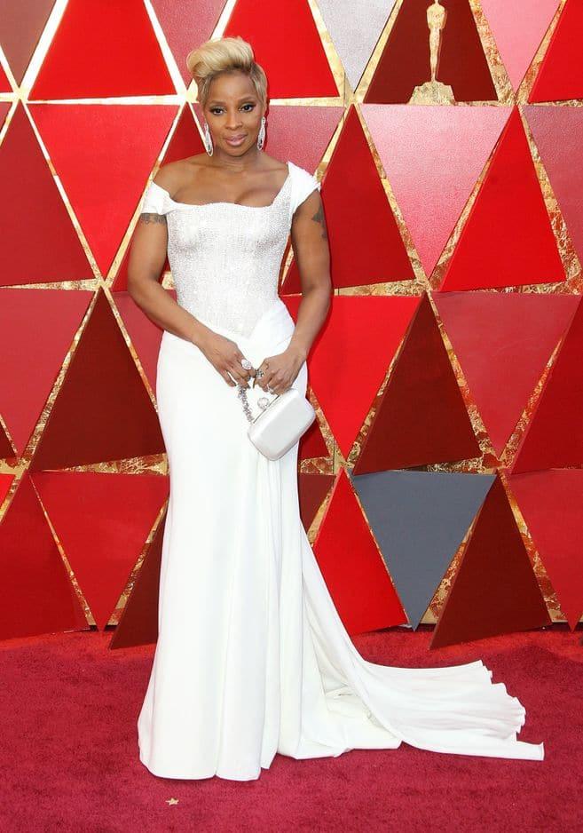 Mary J. Blige tout en blanc également