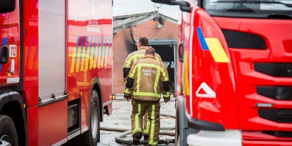Une fermette détruite par les flammes à Hacquegnies