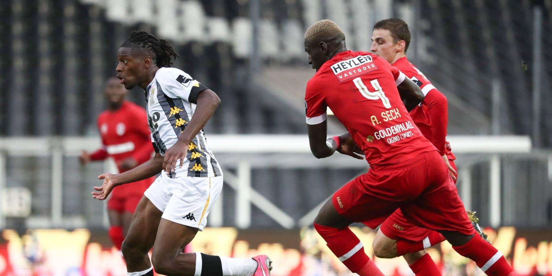 Charleroi -Antwerp en stats : Kayembe et Nicholson sur une autre planète, Dessoleil bousculé