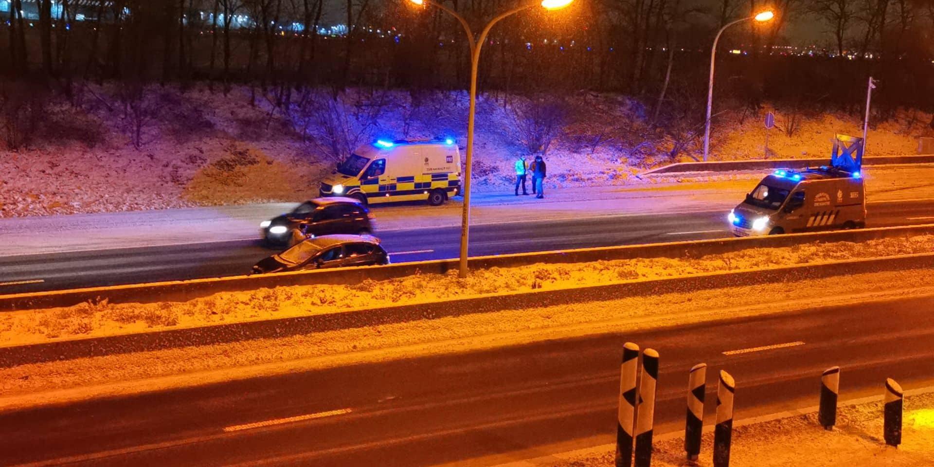 A54: il glisse après le tournant de l'aéroport, la bande de gauche obstruée vers Bruxelles