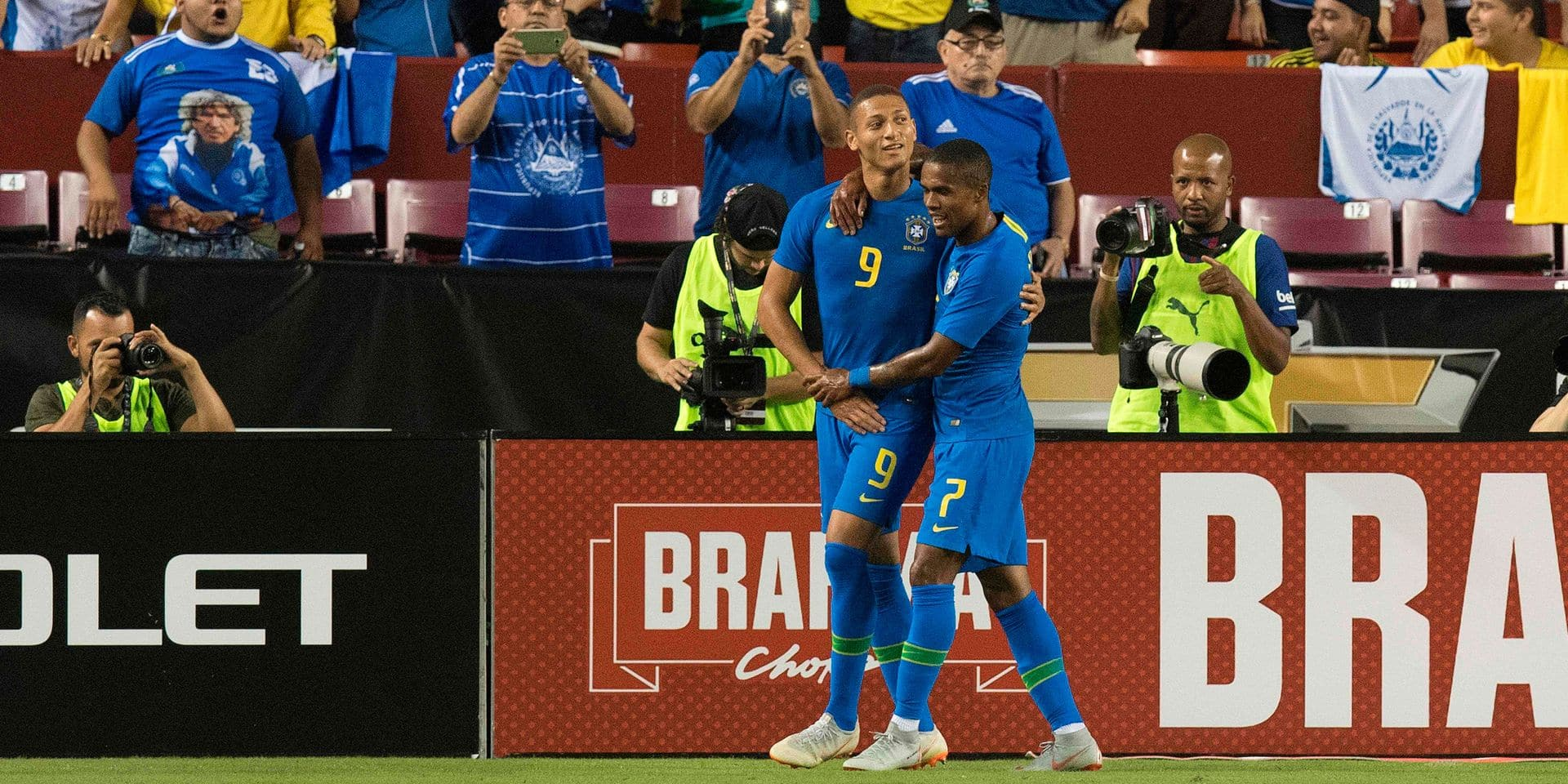 Brazil's Richarlison (C) celebrates his goal with teammate Douglas Costa (R) against El Salvador during an international friendly at FedEx Field in Landover, MD, on September 11, 2018. (Photo by JIM WATSON / AFP)