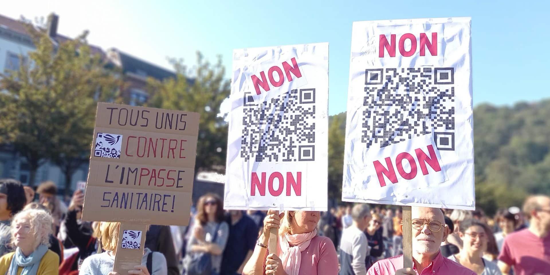 Près de 1.000 personnes s'insurgent contre le Covid Safe Ticket à Liège