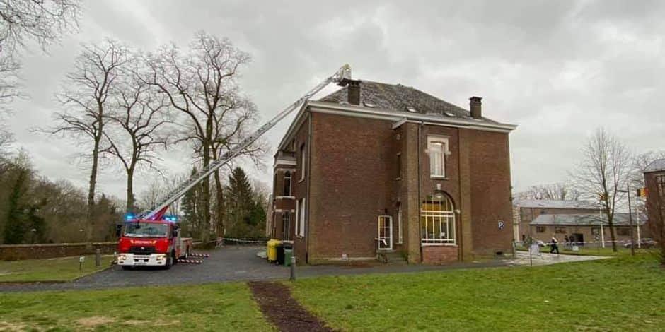 Des dégâts à la toiture de la maison communale de Lasne : le service population fermé