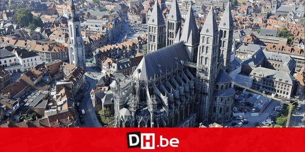 Wallonia from the sky : Province de Hainaut / Henegouwen - Tournai : cathédrale Notre-Dame et Beffroi PICTURE NOT INCLUDED IN THE CONTRACT