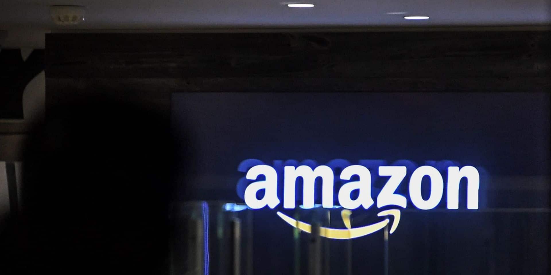 """Le Musée d'Auschwitz critique Amazon: """"Vendre des 'décorations de Noël' avec des images d'Auschwitz ne semble pas approprié"""""""