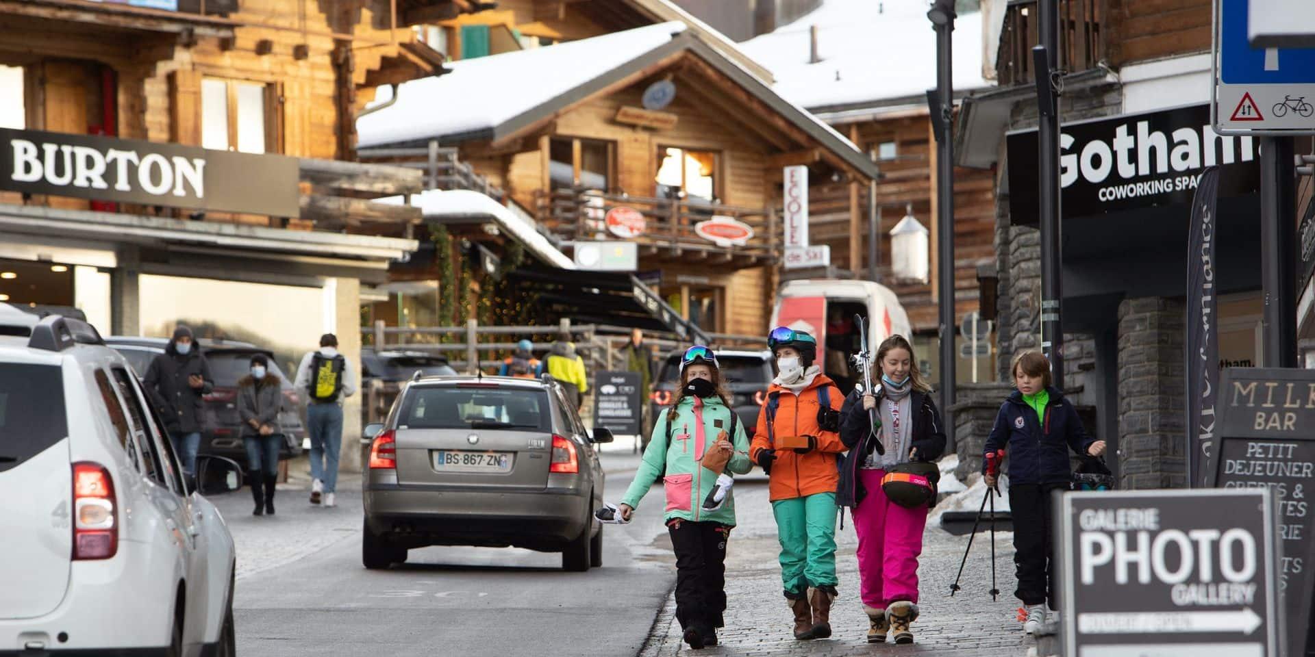 """200 Britanniques en quarantaine dans une station de ski s'enfuient : """"On ne peut pas leur en vouloir"""""""