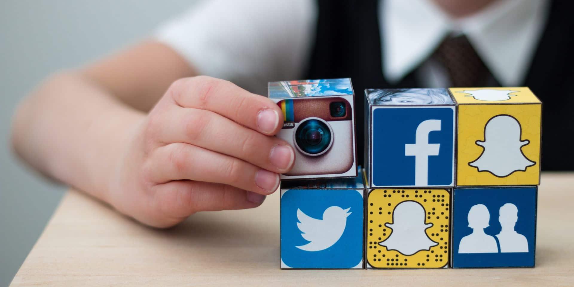 Parents, enfants, des pistes pour utiliser les réseaux sociaux de manière positive : ayez une selfie-discussion !