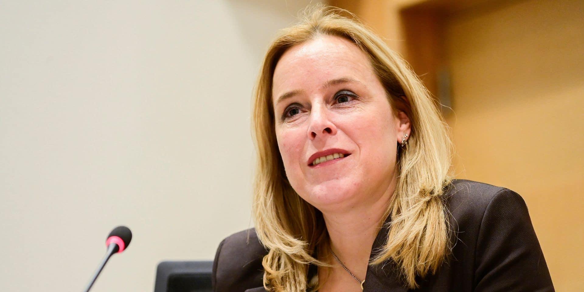 L'introduction d'une taxe carbone sera discutée au sein du gouvernement, affirme De Bleeker