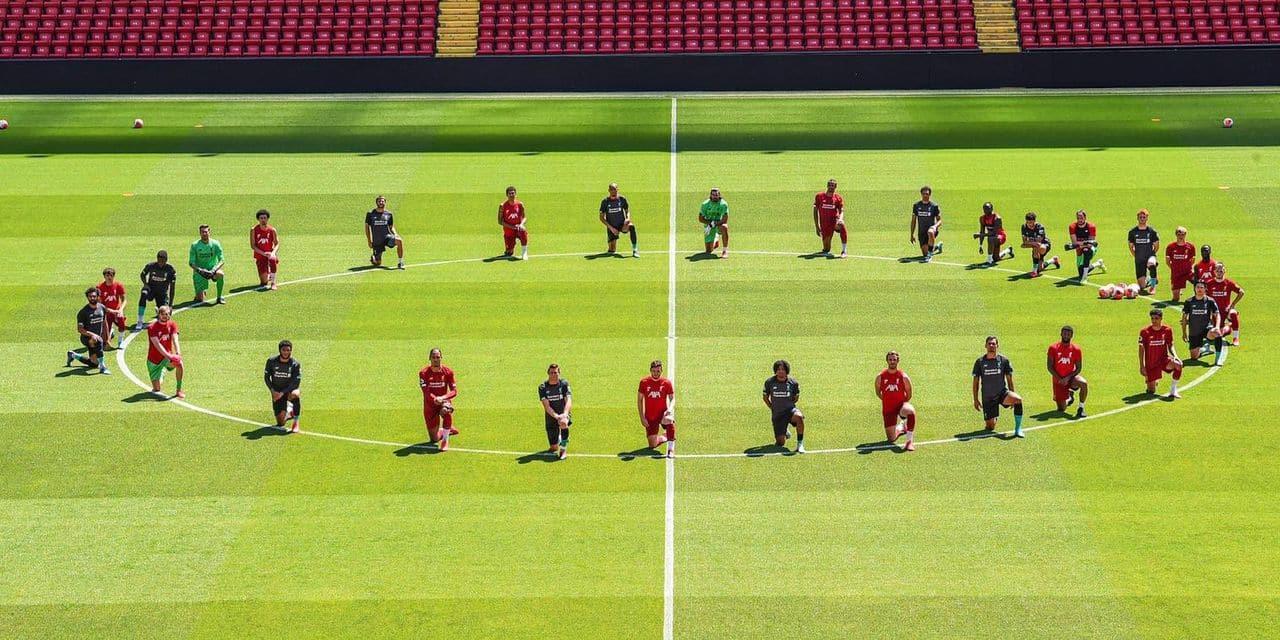 La solidarité des joueurs de Liverpool, genou à terre, avec les manifestants