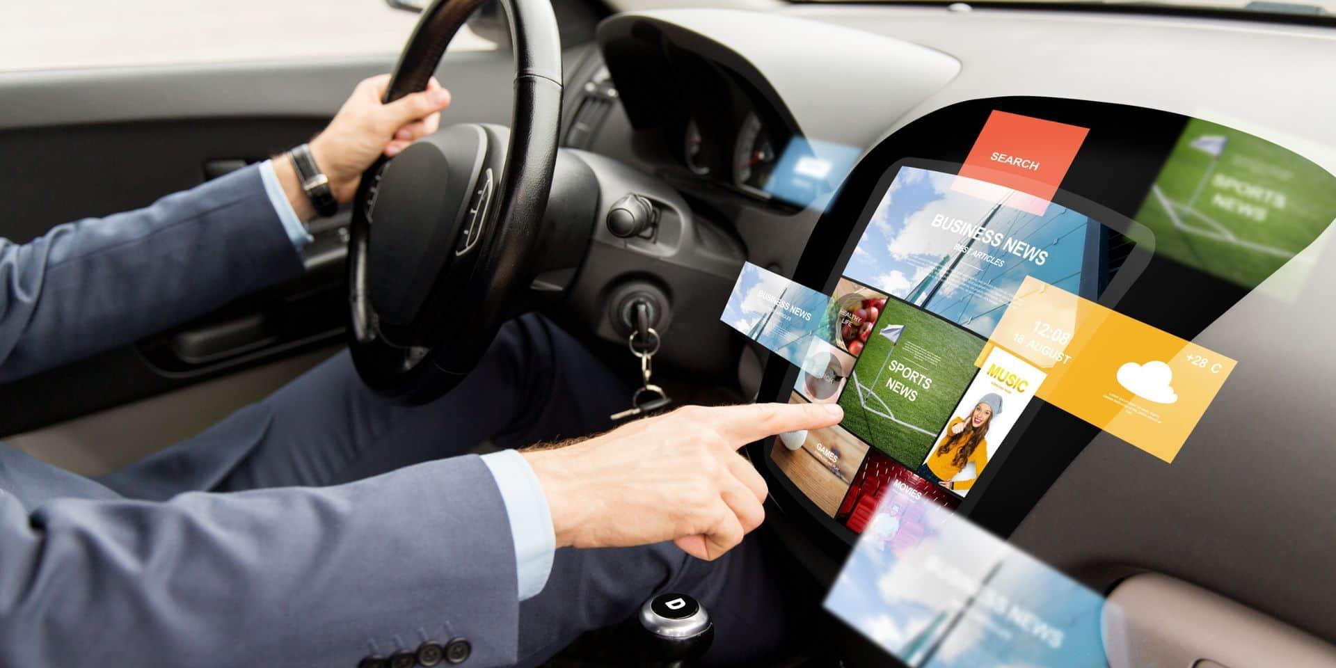 """Les écrans tactiles, dangers mortels sur la route : """"Il faut en limiter les fonctionnalités lorsque le véhicule est en mouvement"""""""