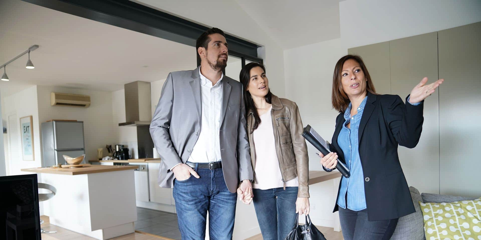 Couple,With,Real-estate,Agent,Visiting,Modern,House