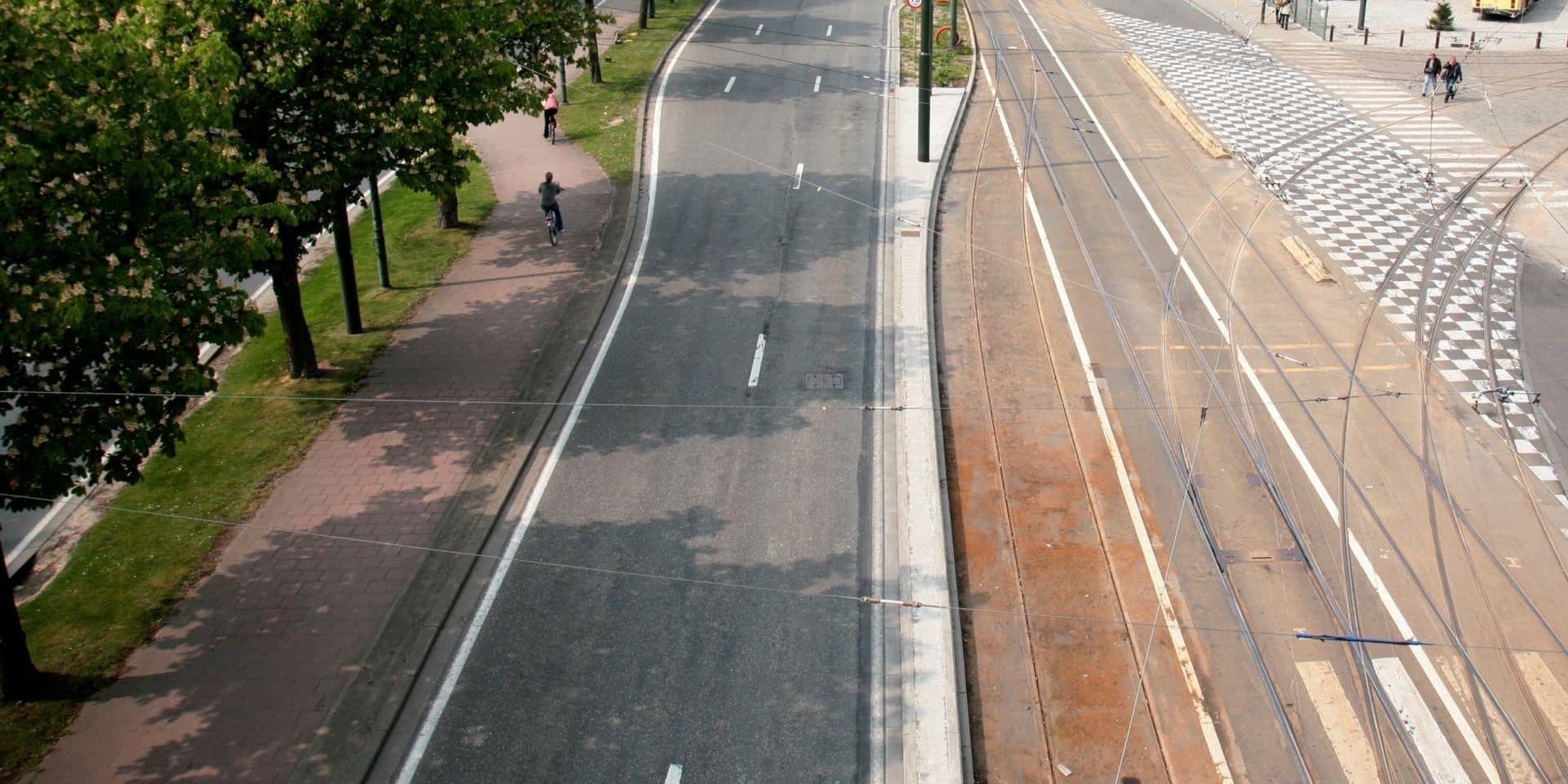 La piste cyclable du boulevard du Souverain va passer de 2 à 4 mètres de large