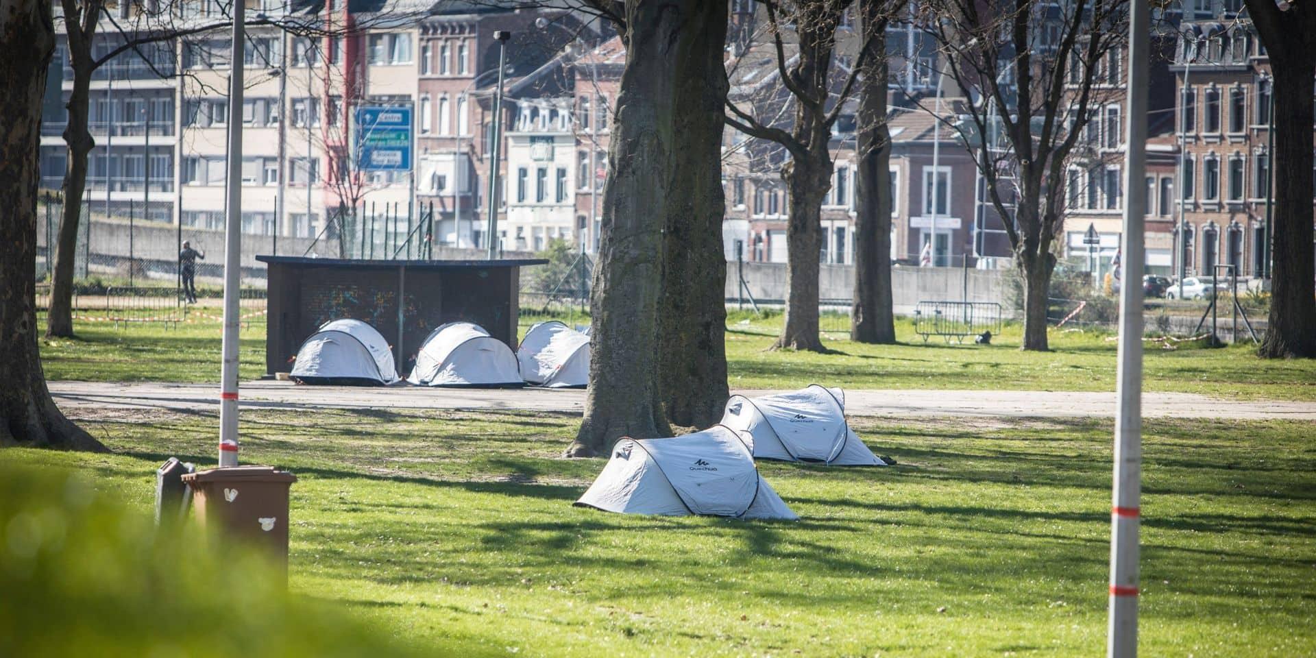 Collectif Astrid2020 à Liège : mise à disposition de douches au centre-ville pour compléter l'offre déjà présente au Parc Astrid