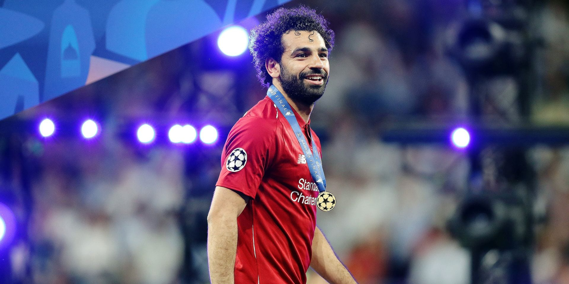 firo: 01.06.2019 Football, Football: Uefa Champions League, CL, CHL Season 2018/2019 Final, Final, Endgame Tottenham Hotspur - Liverpool FC 0: 2 LIV Mohamed Salah, Award Ceremony, jubilation, Handing Over of the Cup, Champions League Winner 2019 FC Liverpool, podium, half figure, half body, | usage worldwide Reporters / DPA
