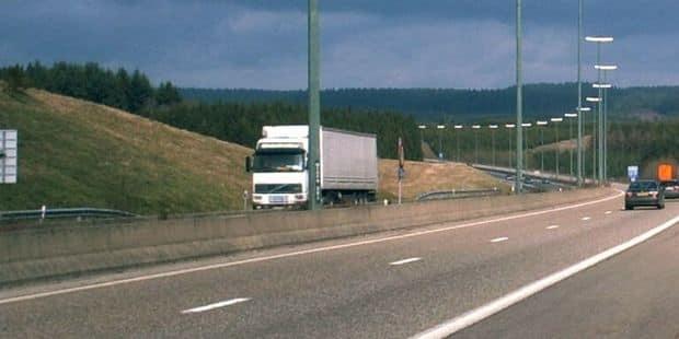 Grièvement blessé, le conducteur d'une camionnette a été désincarcéré sur la E411 - La DH