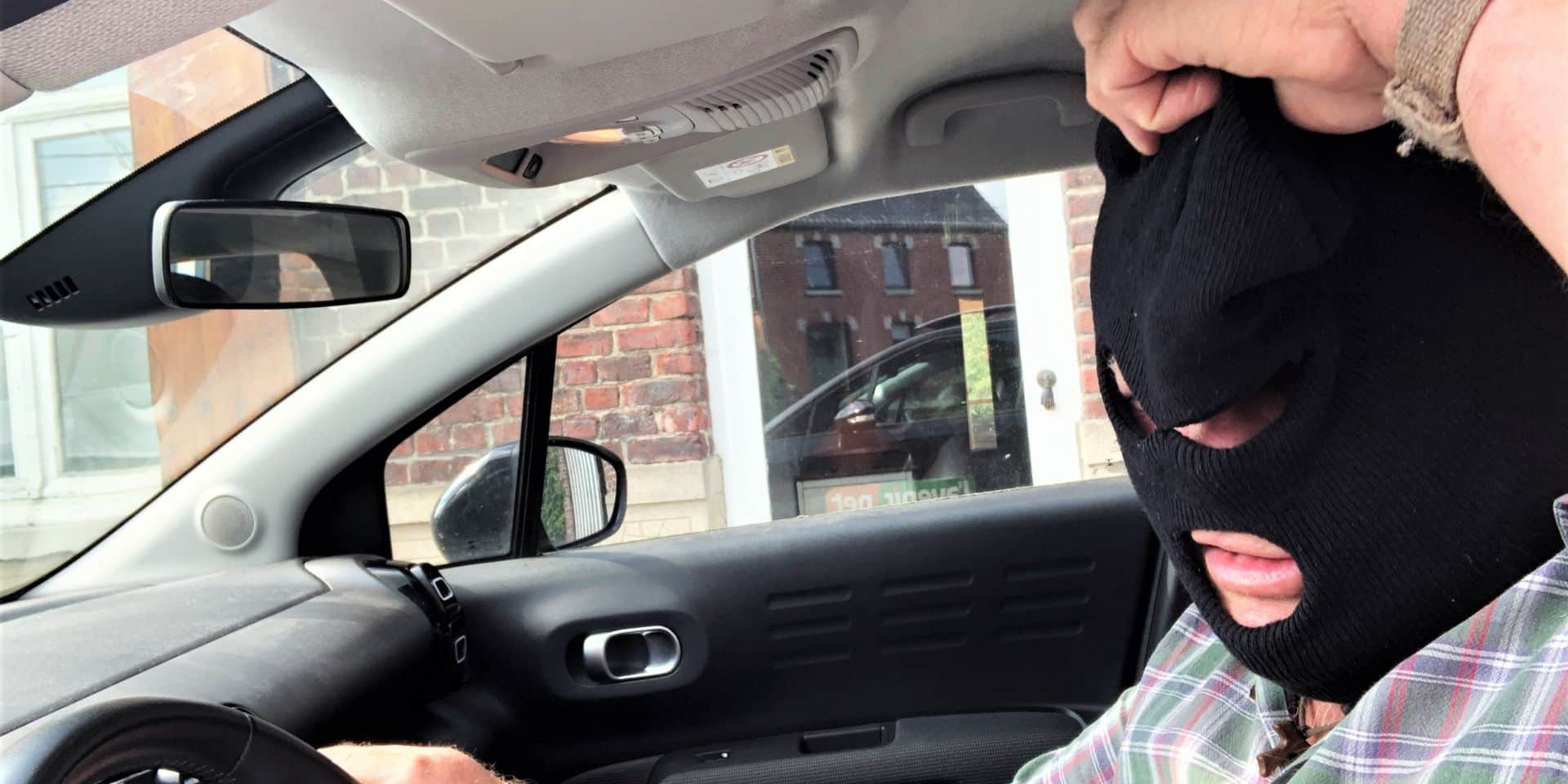 Beloeil: Après avoir été roué de coups, un Stambrugeois arrache la cagoule de l'un de ses agresseurs