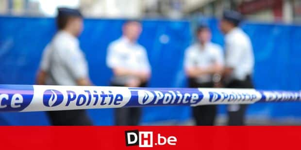 20100724 - BRUSSELS, BELGIUM : Illustration shows police after a robbery on a jewelery in the Brussels' Zuidstraat - rue du Midi, Saturday 24 July 2010. The jeweler was killed during the attack. BELGA PHOTO BAS BOGAERTS